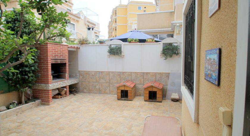 Прекрасное бунгало с 3 спальнями всего в 900м от моря в ЖК Pueblo Marino ----Цена 99.900€ - бунгало в La Mata (Alicante)