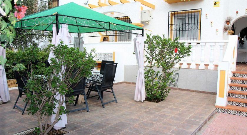 Дуплекс в Лос Альтос с двориком и 2 спальнями + бассейн . Цена 103.000€ REF: 174 - дом в Лос Альтос (Alicante)